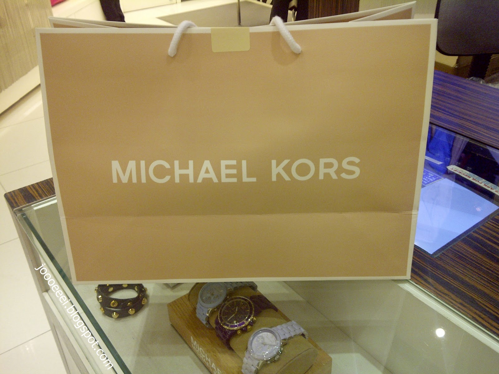 Michael kors tote bags philippines - Guess What S In The Bag