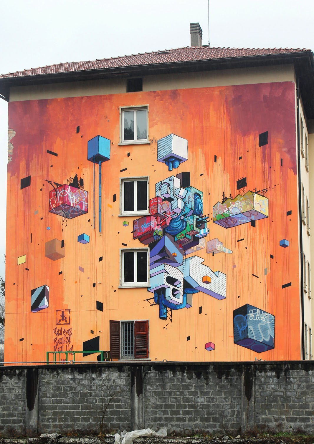 Etnik is currently in North Italy where he just finished working on this brand new mural on the streets of Trento at CSA Bruno.