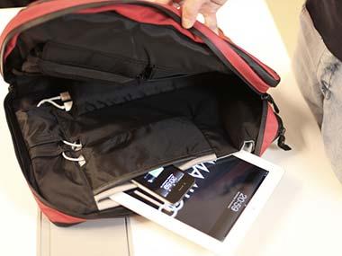Phorce - Smart Bag Bisa Mengisi Ulang Baterai Gadget Secara Otmatis