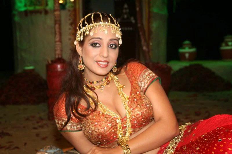 Mahi Gill Latest Sexy Hot Pics wardrobe malfunction