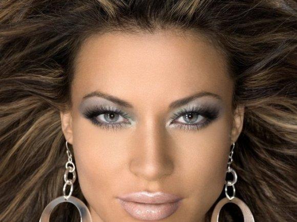 сделать макияж на фото онлайн