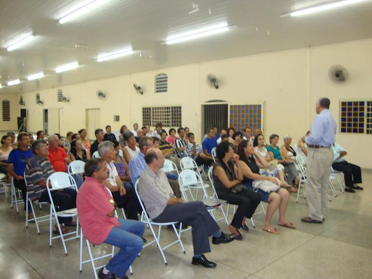 Dr. Renato do Hospital de Base em palestra na Semana Nacional Contra o Alcoolismo