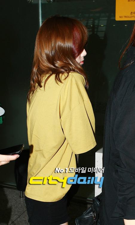 {120701} Taeyeon @ Incheon Airport Tumblr_m6gm8klyyH1r3zjhho1_500
