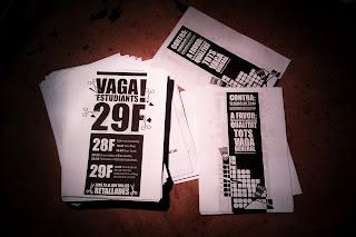 Bodegon paquete de Octavillas impresas Huelga manifestación revuelta estudiantes universidades catalanas barcelona 29 febrero 29F 2012