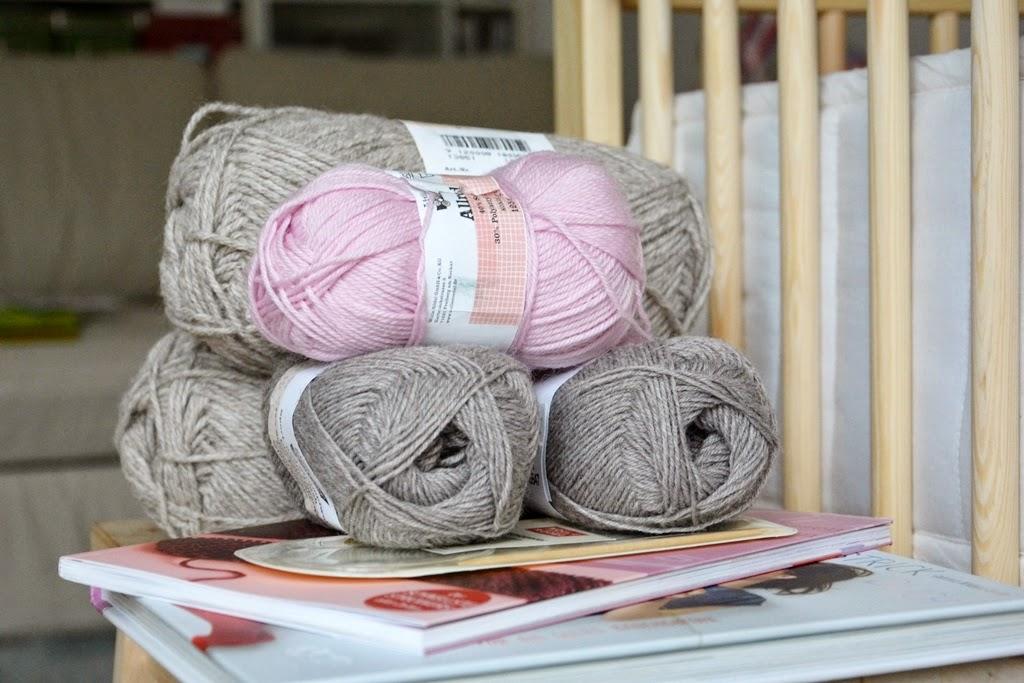 Knitting for a baby, Sticken für das Baby