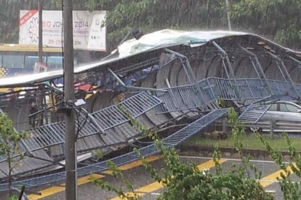 ジョホールバルのパシグダンハイウェイ事故 歩道橋屋根