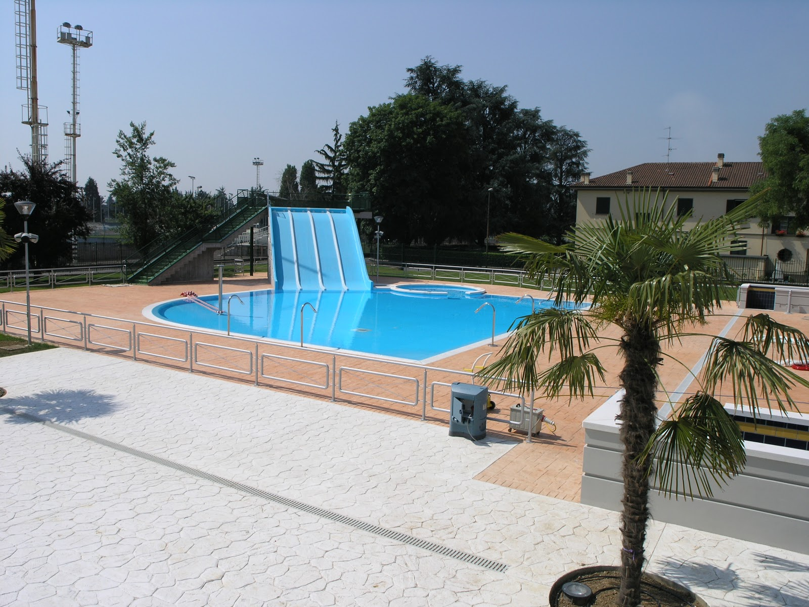 Piscina di dalmine le piscine - Piscina trezzano sul naviglio nuoto libero ...