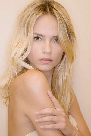 PoshFashion: Natasha Poly Is The New Face Of L'Oreal Paris