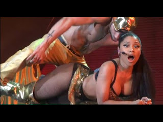 Nicki Minaj - Anaconda ( LIVE HD )