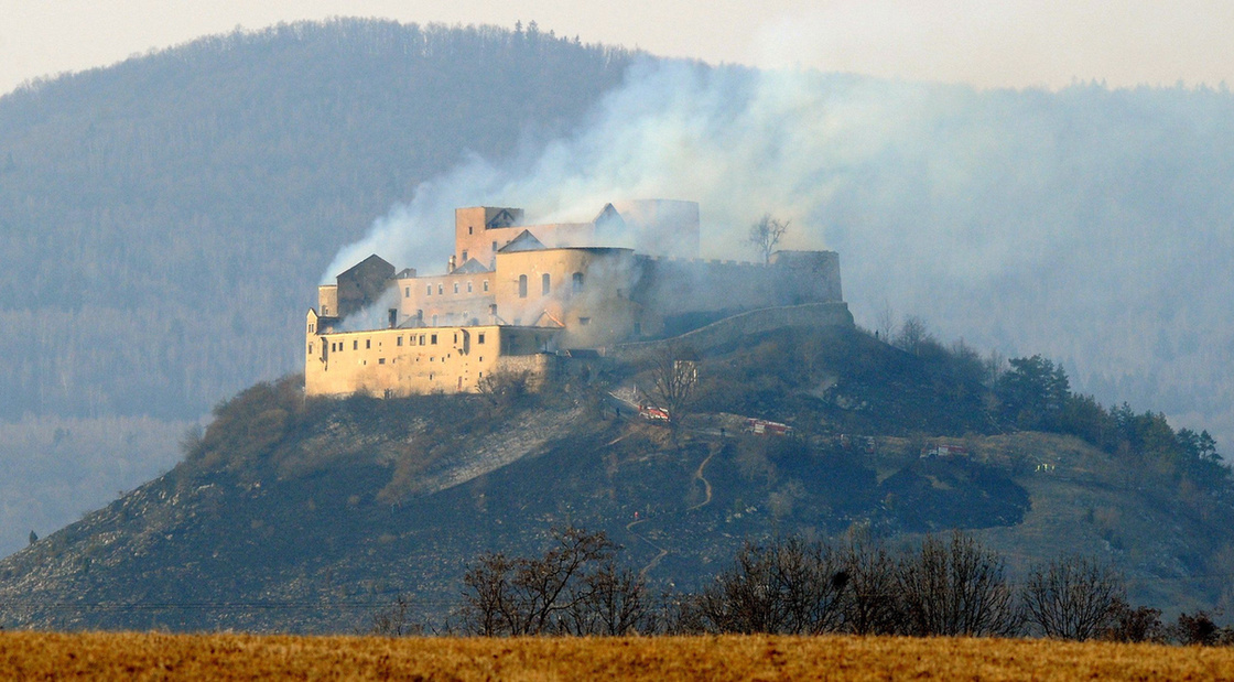 Medieval Hungary Medieval Castle Of Krasznahorka Burned Down