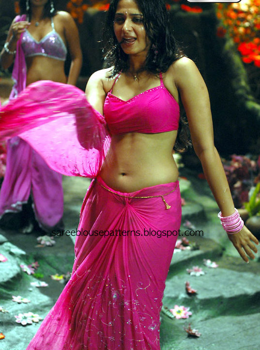 Check Out South Indian Actress Anushka In Pink Plain Wet Saree With Spaghetti Straps Blouse