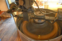 Spinning honey extractor