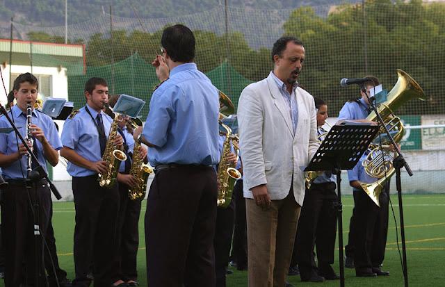 Interpretación en directo del himno el 7 de octubre de 2009, en el estadio La Juventud.