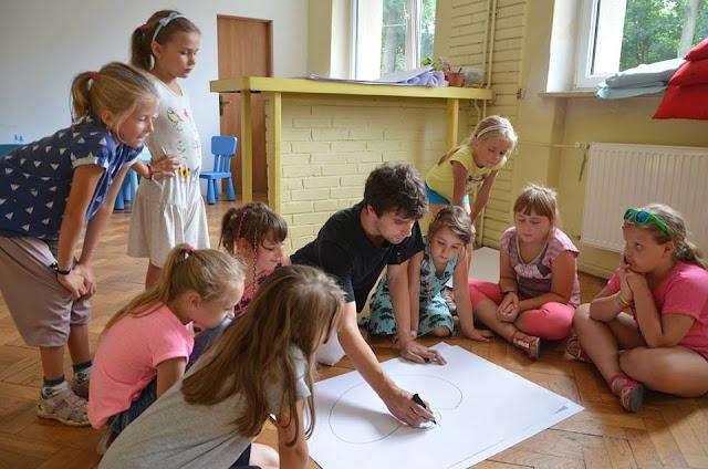 storytelling, baśnie dla dzieci, animacje dla dzieci, Opowiadanie dzieciom, praca opowiadacza, Mateusz Świstak, Baśnie na warsztacie,