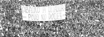 cartaz contra a ditadura, que durou mais de vinte anos no Brasil