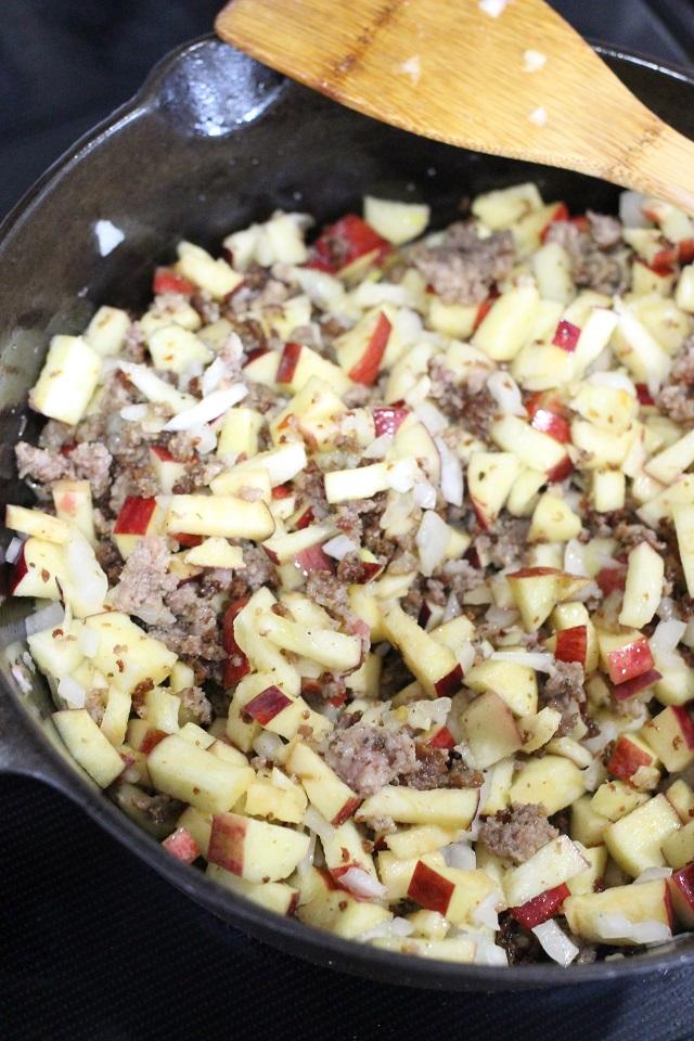 Apple and Onion Sausage Stuffing Recipe