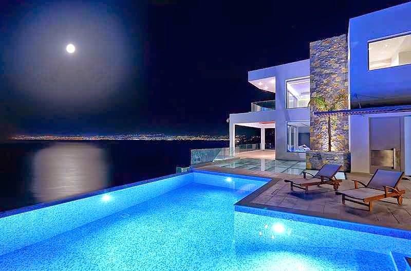 Casa de playa en isla creta con impresionantes vistas al for Casas con piscina y jardin de lujo