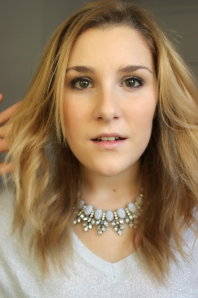 SIMPLE MAKE UP AND A HUGE NECKLACE