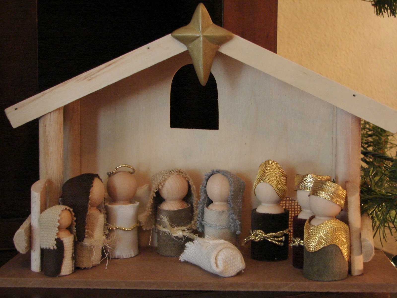 Little inspirations wooden doll nativity wednesday november 30 2011 solutioingenieria