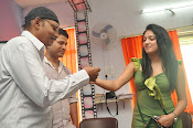 Hari Priya at Glitters film Academy-thumbnail-6