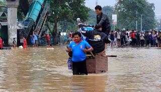 Gambar gerobak atasi Banjir Jakarta 2013