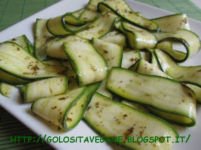 Conserve, Contorni, crudista, limoni, menta, raw, Raw Food, ricette vegan, zucchine,