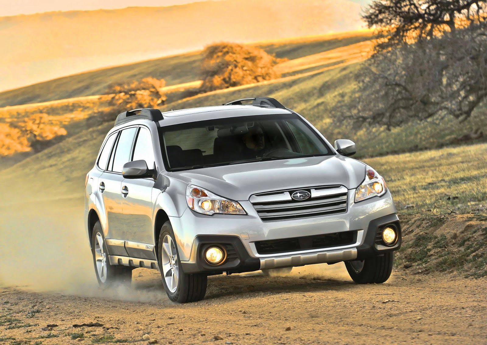 Front 3/4 view of 2014 Subaru Outback