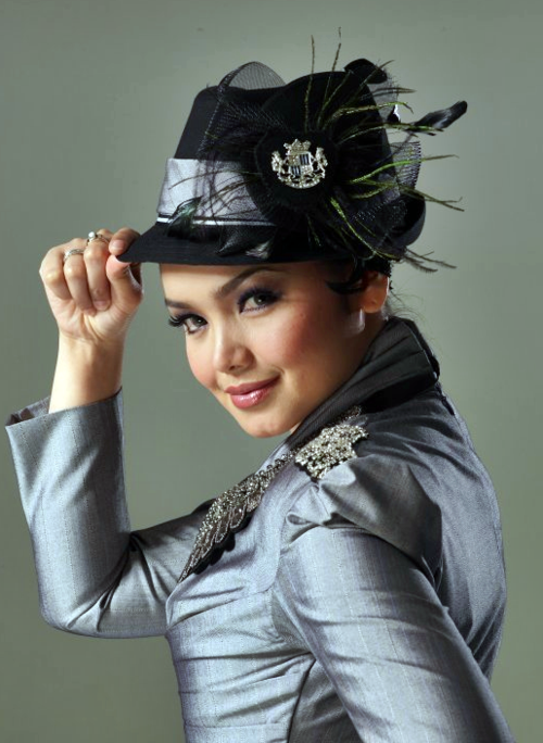 Free Download Music Mp3 Siti Nurhaliza - Wajah Kekasih. Click Here to