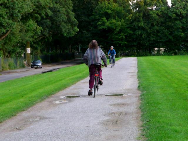 Herrenhäuser Gärten Hannover Gracht Fahrradfahrer