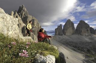 Das atemberaubende Panorama der Dolomiten - mit den weltberühmen Drei Zinnen im Hintergrund