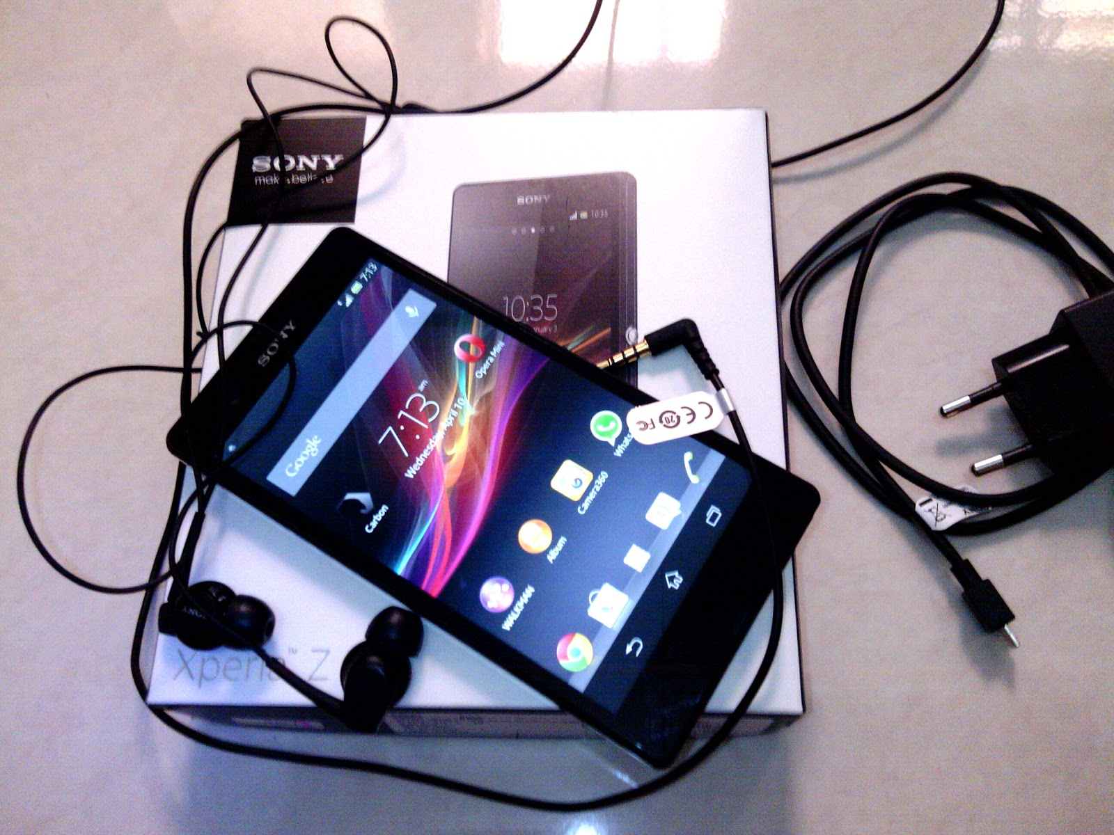 Paket penjualan Sony Xperia Z handset Xperia Z charger USB earphone SONY
