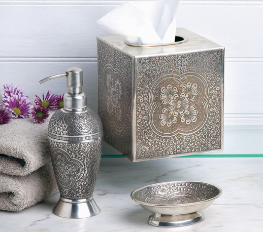 Bathroom in moroccan style moroccan interior design for Accessoires decoration salle de bain