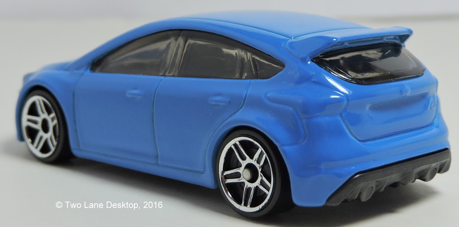Two lane desktop hot wheels 2009 and 2016 ford focus rs