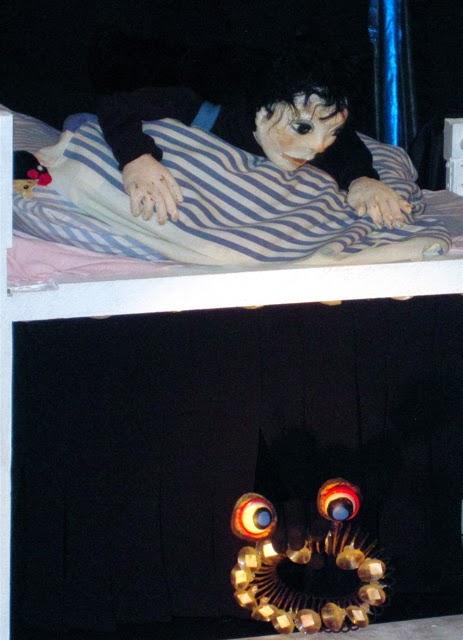 """""""Y a pas assez de place sous le lit"""""""