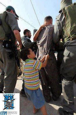 دقایق آخر التماس و خواهش یک کودک برای جلو گیری از اعدام پدر .