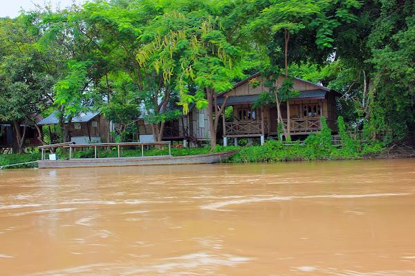 Barco en una isla de Si Phan Don - 4000 islas del Mekong (Laos)