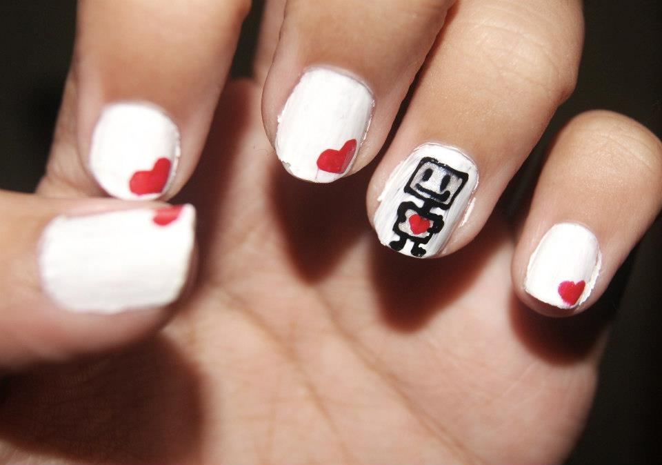 CmoJ\'s Nail Art: Heart Robot Design
