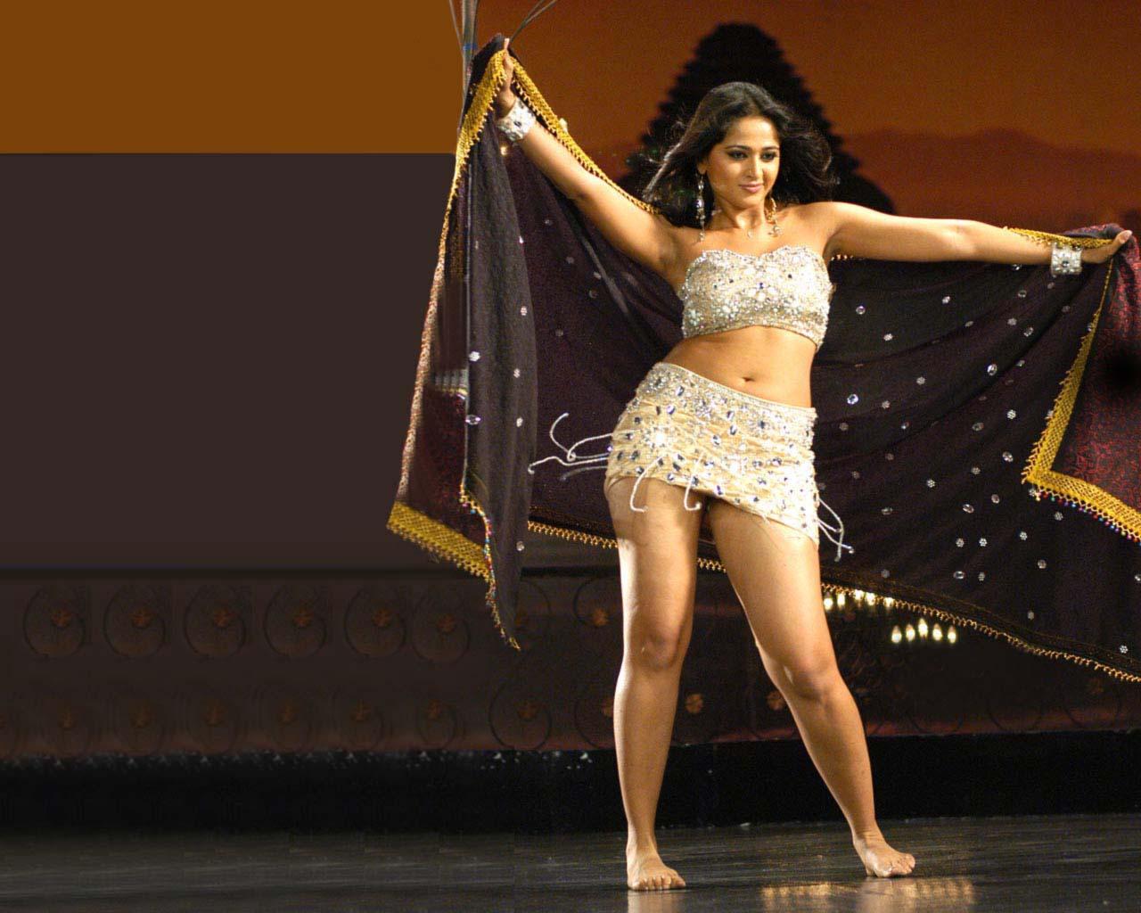 Anushka sexy hot pics