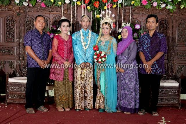 Sungging Pinilih 2 Pada Resepsi Pernikahan NOFI dan EKO - Ledug, 07 Oktober 2014 | Make Up - Wardrobe & Hairdo : Ny. ESTIARIANI - Ari Rias Pengantin | [ Rias Pengantin Purwokerto | Foto Oleh klikmg Fotografer Bandung