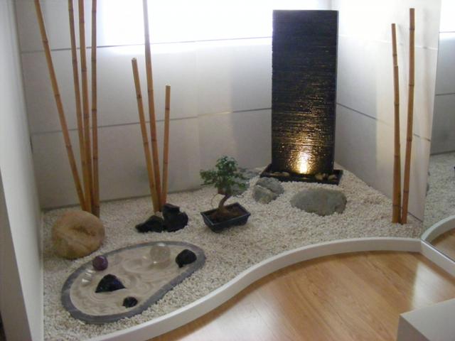 Piedras comahue for Patios con piedras decorativas
