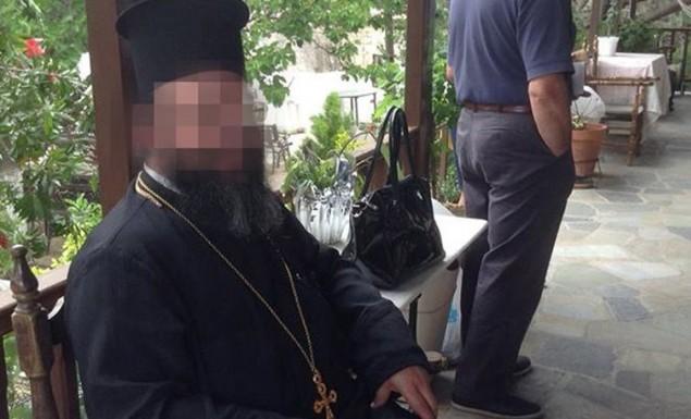 Ο σάτυρος παπάς απειλούσε τον 14χρονο για να μην αποκαλύψει τις γ@μνές φωτογραφίες [Βίντεο]