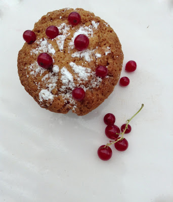 muffins with red currant