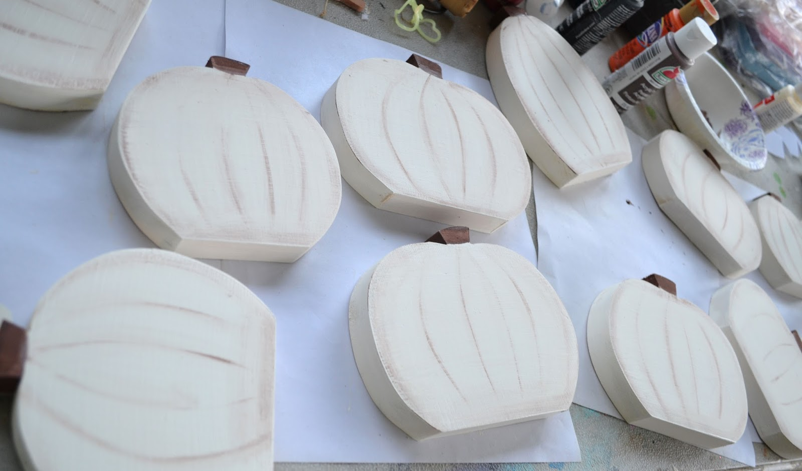 white wood pumpkins