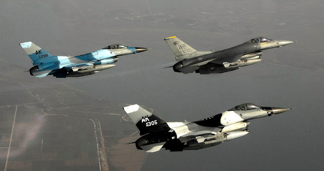 3 f-16 formation flight