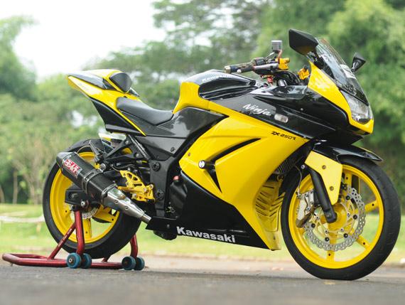 Gambar Modifikasi Kawasaki Ninja 250R Knalpot Yoshimura title=