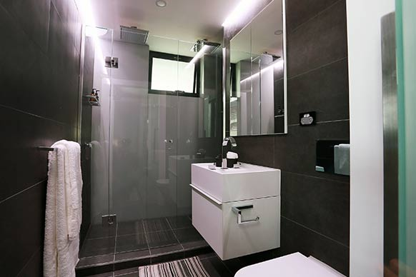 life as we know it the block sky high week 2 his and her 39 s ensuite bathrooms. Black Bedroom Furniture Sets. Home Design Ideas