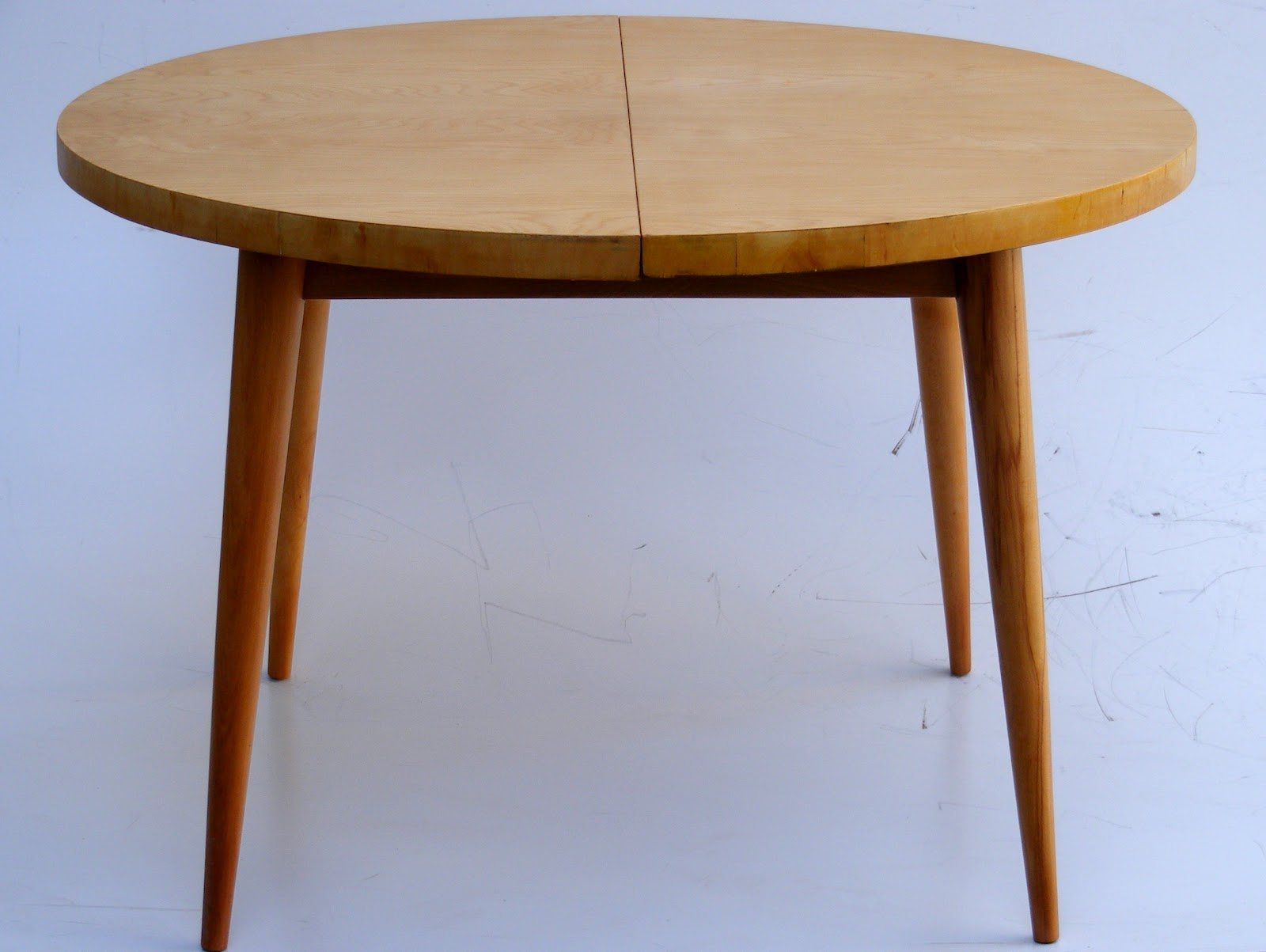 maple extendable dining table extended 152cm x 114cm h 74cm
