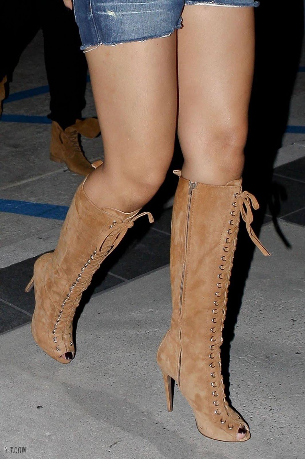 Sexy Tyra Banks camel toe - paparacome