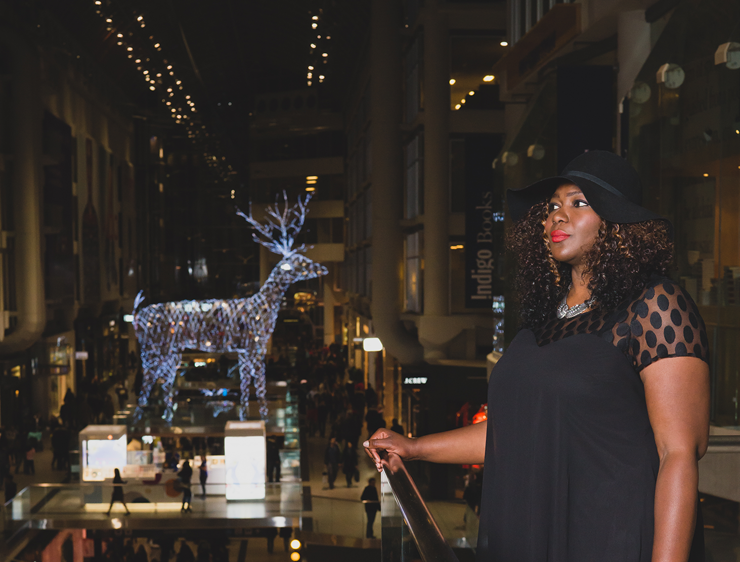 Plus size blogger #holidaystyle #plussize #mycurvesandcurls #additionElle #womenfashion