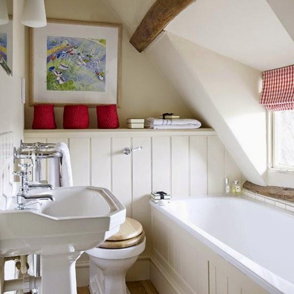 Kamar mandi dengan penerangan alami